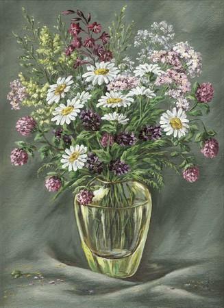 Glazen vaas met wilde bloemen