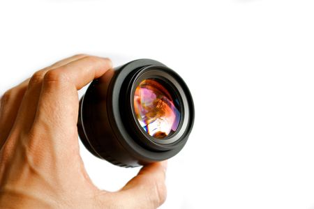 farbe: A hand holding up a camera lens.