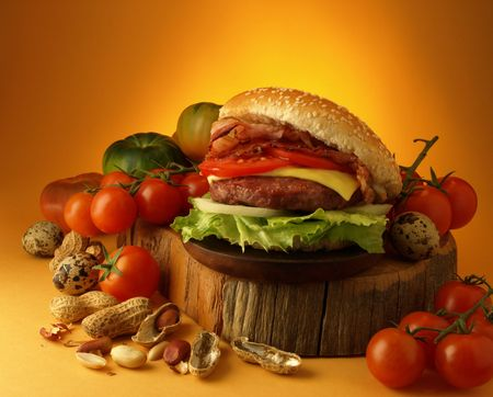 provoking: Burger with tomatoes, lettuce, onion, cheese and bacon