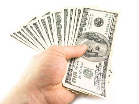 dare soldi: Le isolate centinaia di denominazioni dollari in una mano Archivio Fotografico