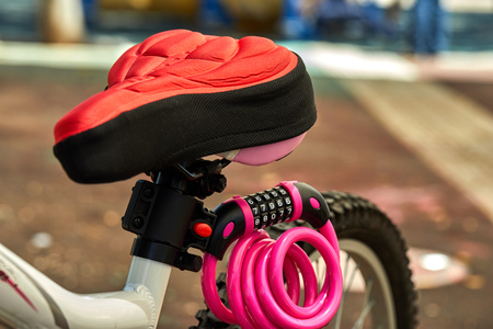 bicycle parts seat, wheel frame and combination lock Imagens