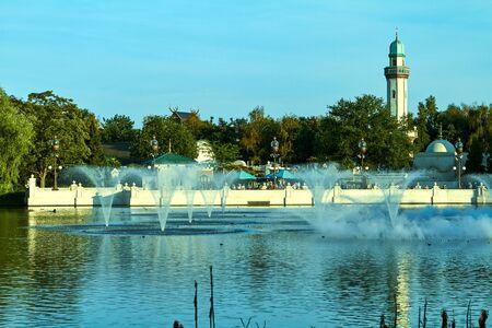 Kaatsheuvel, Netherlands - July 30, 2018. Fantasy themed amusement park Efteling. Unusual fountains with fire. Redactioneel