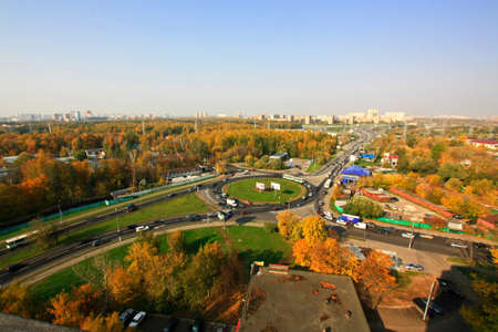 trafic: Roundabout road near autumn park from rooftop