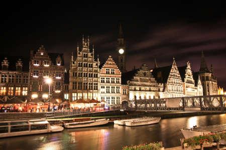 Alte Häuser in der Stadt Gent in der Nacht Standard-Bild - 65288461