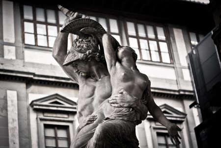 """Statue """"Entführung Polixena"""" in Florenz Standard-Bild - 65288519"""