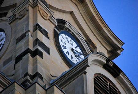 Uhr an der Frauenkirche, Dresden Standard-Bild - 69979358
