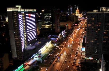 MOSKAU, RUSSLAND-SEP 04,2013: Dachspitze. Die New Arbat Avenue ist eine Hauptstraße in Moskau, die vom Arbat Square zur Novoarbatsky Bridge am gegenüberliegenden Ufer der Moskwa führt Standard-Bild - 73663157