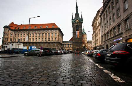 PRAG, CZECH -JAN 11,2016: Jindrisska-Turm - Glockenturm, datierend vom 15. Jahrhundert aber umgebaut in der gotischen Art in den 1870s, beherrscht das Ende von Jindrisska, eine verkehrsreiche Straße. Standard-Bild - 73663163