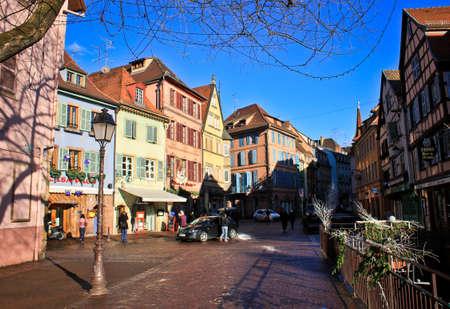 COLMAR, FRANKREICH-JAN 09,2015: Großartige Rue. Colmar ist die drittgrößte Gemeinde des Elsass im Nordosten Frankreichs. Standard-Bild - 73663167