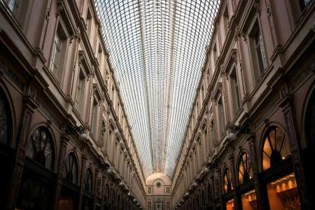 BRUSELLS, BELGIEN -NOV 03,2015: Die Galeries Royales Saint-Hubert ist eine verglaste Einkaufspassage in Brüssel, die vor anderen berühmten Arkaden des 19. Jahrhunderts Standard-Bild - 73663170