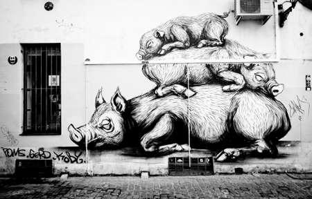 BRUSELLS, BELGIEN -Nov 03,2015: BRÜSSEL STREET ART: Fauler PIGS von ROA Standard-Bild - 73663171