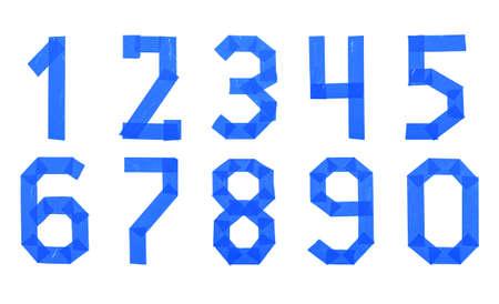Zahlensatz aus blauem Klebeband isoliert auf weißem Hintergrund