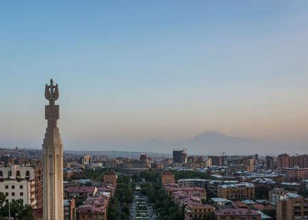 Yerevan Cascade Complex Cityscape View of Pillar at Evening 免版税图像