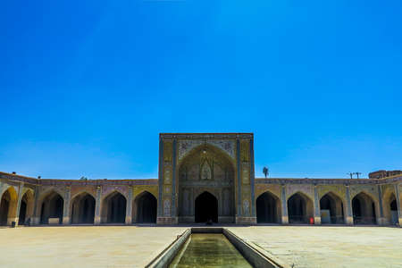 Mosquée Shiraz Vakil Madrasa carreaux bleus ornement Iwan et piscine