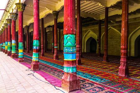Kashgar Afaq Khoja Mausoleum Red Colored Column Pillars with Carpets on Floor Publikacyjne