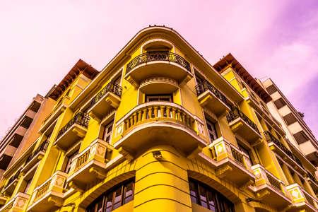 Thessaloniki Yellow Colored Corner Street Building Low Angle View 版權商用圖片
