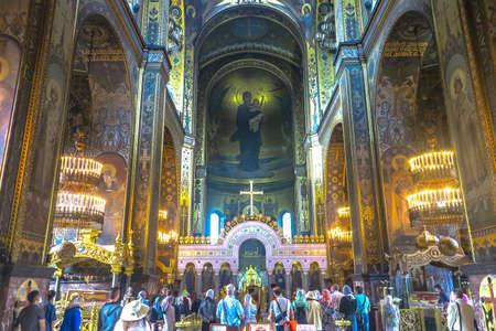 Kiev Saint Volodymyr's Orthodox Christian Cathedral Interior Altar Iconostasis View with Praying People Editoriali