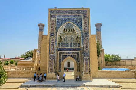Samarkand Gur-e Amir Complex Mausoleum Main Gate Entrance View Iwan Muqarna Honeycomb Stalactite Vaulting 에디토리얼