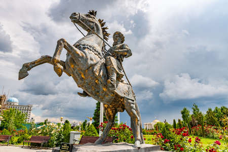 Dushanbe Flag Pole Park Picturesque View of Tajikistan National Museum with Giyosiddin Guri Statue on a Sunny Blue Sky Day 에디토리얼