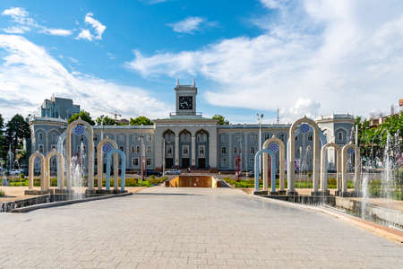Dushanbe Tajik Institute Of Art And Design Picturesque View with Fountains and Walking People at Ayni Street on a Sunny Blue Sky Day Redakční