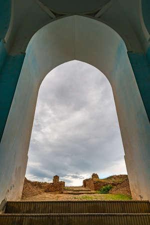 Kulob Vose Hulbuk Fortress Picturesque View of Entrance Gate on a Cloudy Rainy Blue Sky Day Redakční