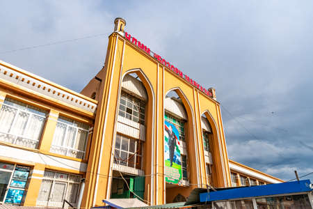Istaravshan Tsentralnyy Rynok Gorod Bazaar Main Gate Entrance View on a Cloudy Rainy Day Redakční