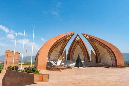 Islamabad Pakistan National Monument Pittoresca vista mozzafiato su un soleggiato Blue Sky Day Archivio Fotografico