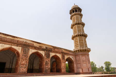 Lahore Shahdara Bagh Jahangirs Tomb Picturesque View of the Exterior Mausoleum with Clipped Hedges on a Sunny Blue Sky Day Stock fotó