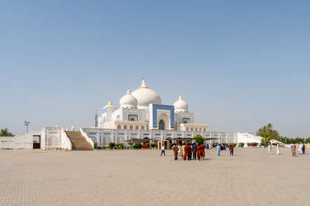 Larkana Bhutto Family Mausoleum Picturesque View with Visitors Entering and Exiting the Shrine on a Sunny Blue Sky Day 写真素材
