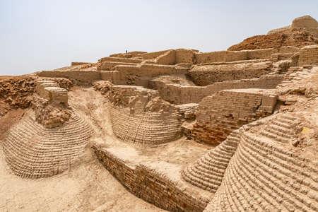 Larkana Mohenjo Daro Archaeological UNESCO World Heritage View of Buddhist Stupa on a Sunny Blue Sky Day Stock fotó