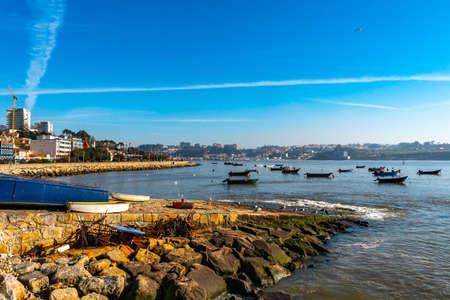 Porto Avenida Dom Carlos I Avenue Shore Walkway Picturesque View with Anchored Boats on a Sunny Blue Sky Day 版權商用圖片