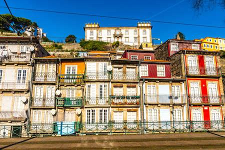 Porto Residential Buildings Picturesque View at Rua Nova de Alfandega Street on a Blue Sky Day in Winter 版權商用圖片