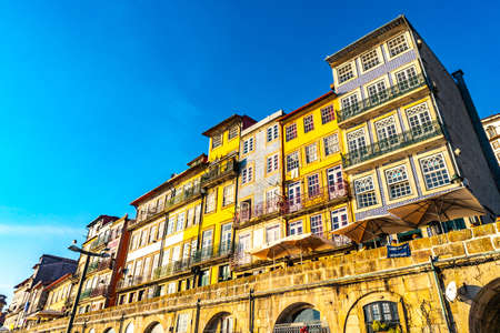 Porto Residential Buildings and Restaurants Picturesque View at Ribeira Square on a Blue Sky Day in Winter 版權商用圖片
