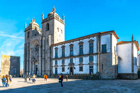 Porto Se Cathedral Church Breathtaking Picturesque View on a Blue Sky Day in Winter 版權商用圖片