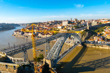 Porto Luis I Bridge Breathtaking Picturesque High Angle View with a Crane on a Blue Sky Day in Winter 版權商用圖片 - 138299221