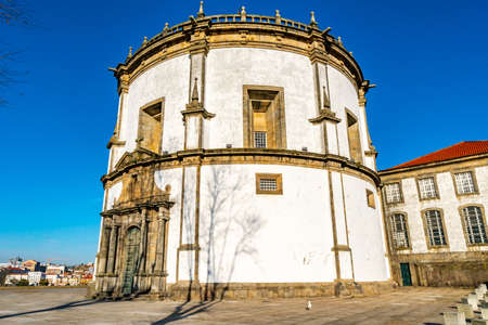 Porto Claustros do Mosteiro da Serra do Pilar Monastery Breathtaking Picturesque View on a Blue Sky Day in Winter Imagens