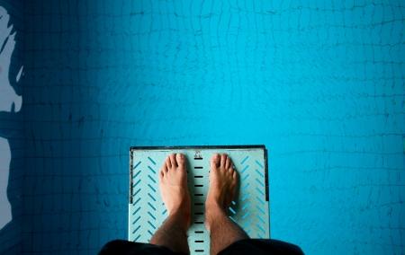 springplank: voeten op duikplank