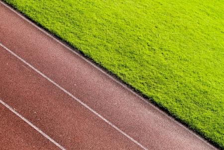 pasto sintetico: pista de atletismo en el estadio