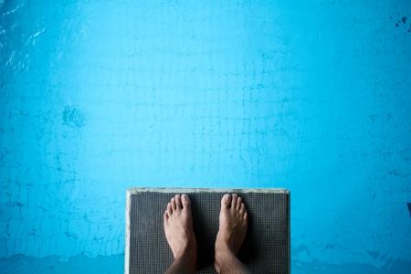 springboard: pies en la plataforma de buceo