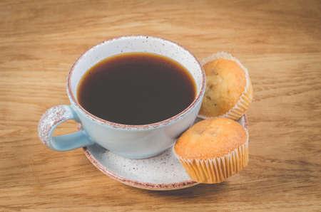 coffee break. Mug of the hot black coffee and cupcakes Stockfoto