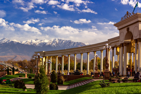 Almaty, Kazakhstan - October 27, 2014 Mountain View from the colonnade city park. Park of the first president in Almaty - a favorite place of citizens at any time of the year. In summer it is hold festivals and holidays Редакционное