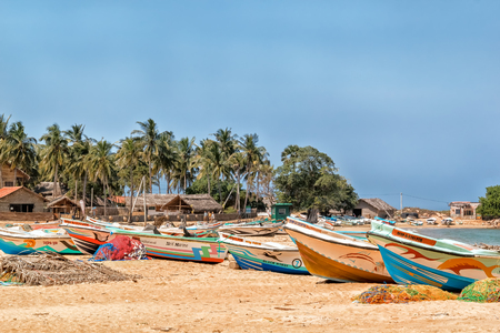 Kalpitiya, Sri Lanka - January 1, 2018. Fishing boats in the traditional fishermens village in Sri Lanka. Near the village of Kalpitia on the oceanfront there are many small fishing villages with traditional buildings. Fishing here is carried out by mode 新聞圖片