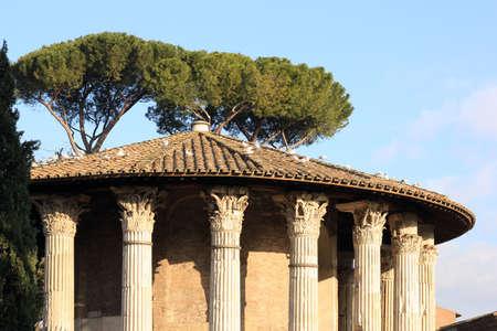 templo romano: romano templo de Hércules Víctor en Foro Boario de Roma, Italia