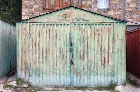 rusty car: old rusty green metal car garage box