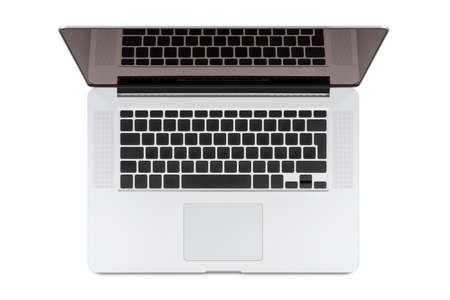 teclado de ordenador: Vista superior de la moderna computadora portátil retina, aislado en fondo blanco de alta calidad Usted puede poner cualquier símbolo en el teclado y cualquier imagen en el monitor