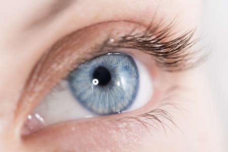 eyeball: Extreme disparo de cerca de una hermosa mujer de ojos