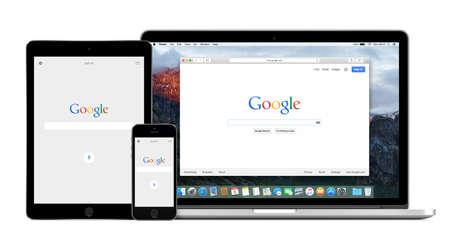 Google app op de Apple iPhone en iPad 5s Air 2 displays en desktopversie van Google-zoekopdracht op de Apple Macbook Pro Retina-scherm. Geïsoleerd op een witte achtergrond. Varna, Bulgarije - 2 februari 2015.