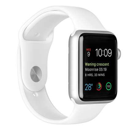 apfel: Varna, Bulgarien - 16. Oktober 2015: Apple-Uhr-Sport 42mm Silber mit Alu-Gehäuse mit weißem Sport Band mit modularen Zifferblatt auf dem Display. Linke Seite voll im Fokus. Isoliert auf weißem Hintergrund.