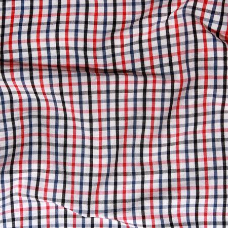 La textura de una manta de picnic a cuadros rojo y blanco a rayas mantel arrugado
