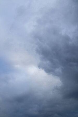 sfondo nuvole: Tempesta sfondo del cielo nuvole sopra l'orizzonte. Archivio Fotografico